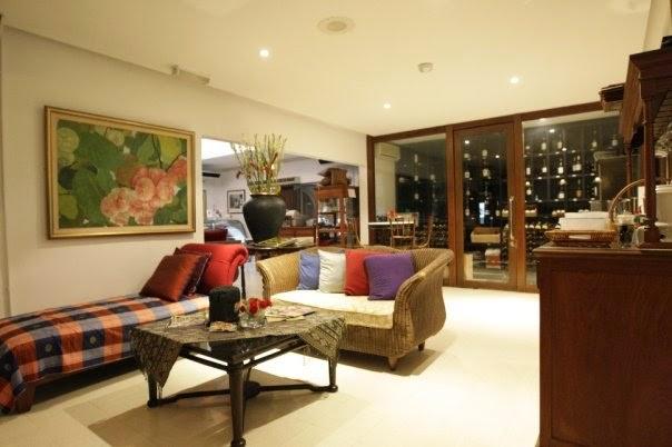 lounge open bar