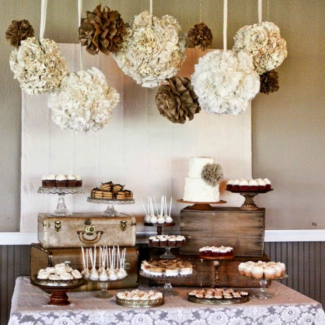 cup cake, pastries, rustic box