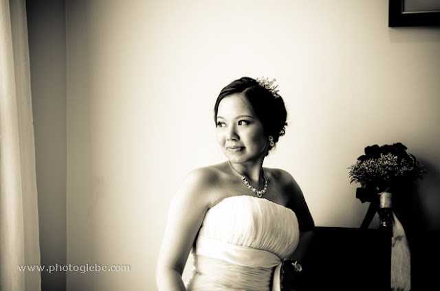 capture moment of bride anticipation
