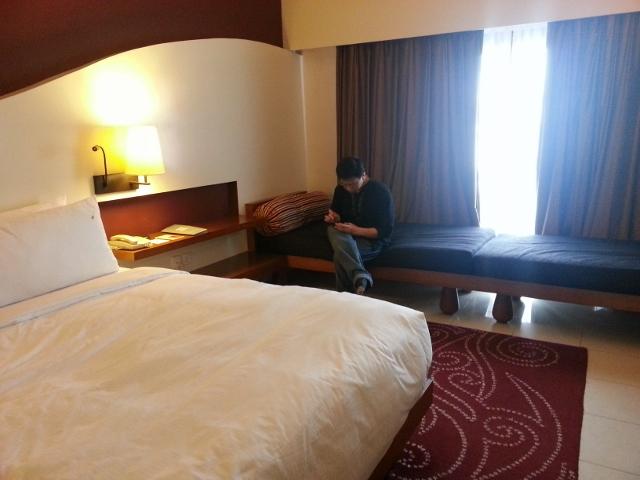 room bed carpet