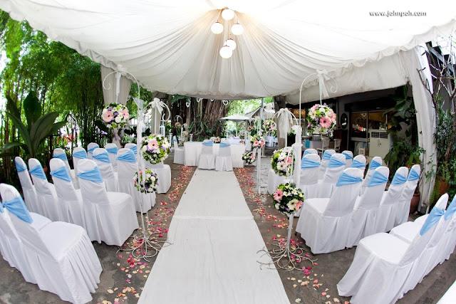 garden wedding shaded