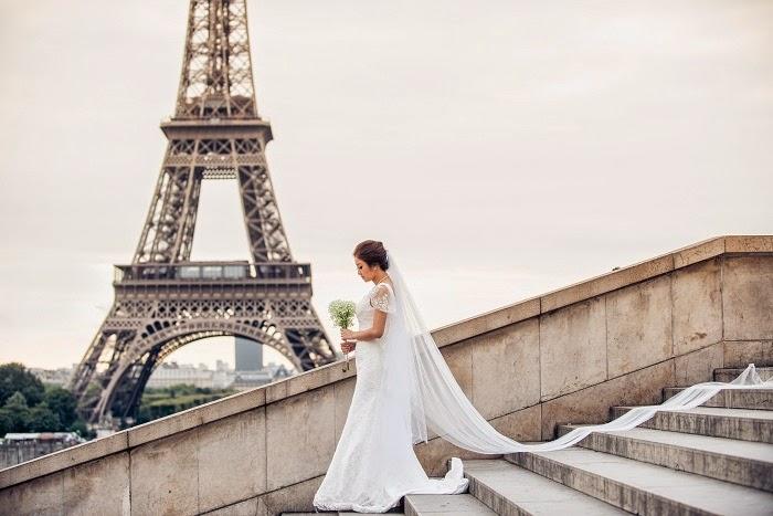 eiffel tower paris kiss bride
