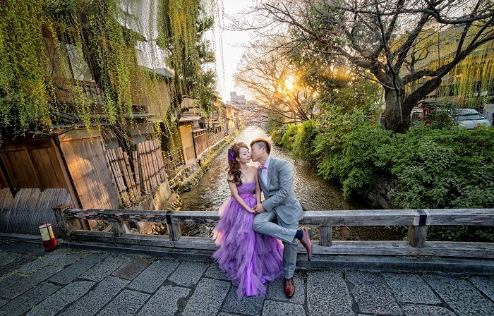 japan wodden house bridge