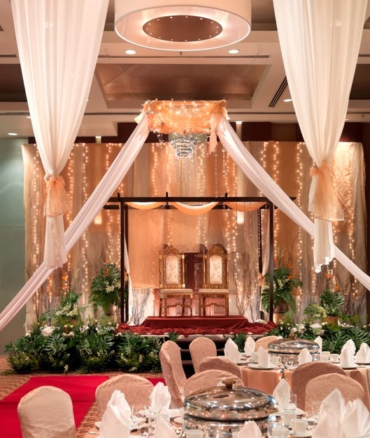 pelamin with lighted backdrop malaysia