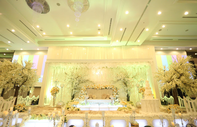 Malay wedding at Concorde Shah Alam hotel pelamin yellow