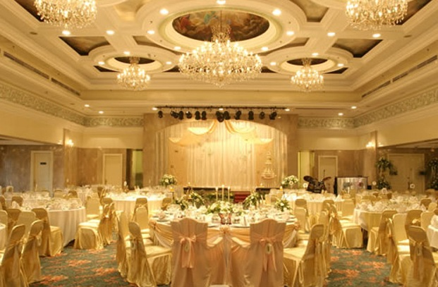 holiday villa golden affair wedding