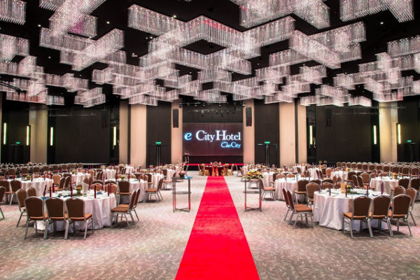 e.city hotel wedding ballroom crystal