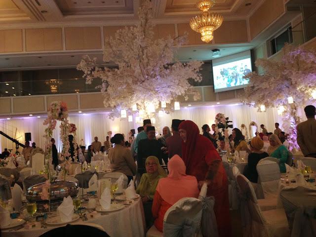 romantic big flowers royale chulan damansara wedding