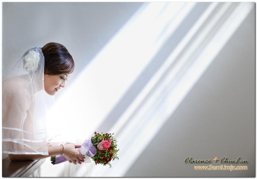 side bride holding bouquet