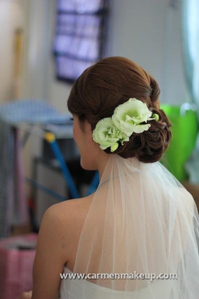 green white flower hair