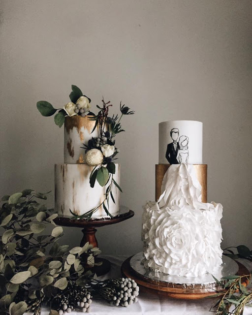 designer wedding cake gold