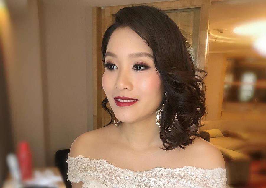 Exquisite glow and natural makeup