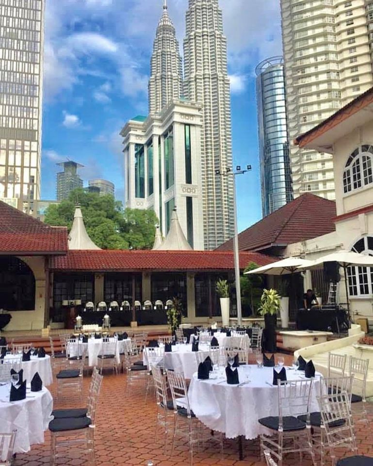 garden wedding with twin towers view at klcc love atic