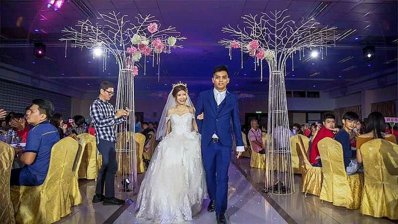 yong sheng banquet hall johor wedding trees stars on the floor
